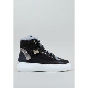 Ψηλά Sneakers Top3 – [COMPOSITION_COMPLETE]
